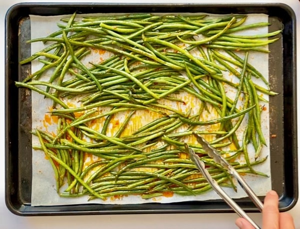 coat roasted green beans with harissa sauce