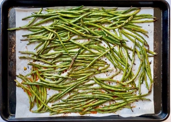 harissa roasted green beans ready to enjoy